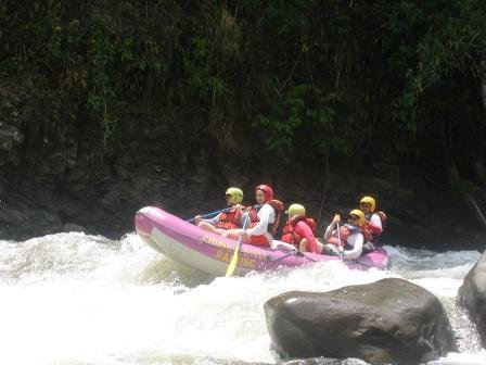 river rafting the Rio Chiriqui Viejo - photo by Hector Sanchez's Chiriqui River Rafting